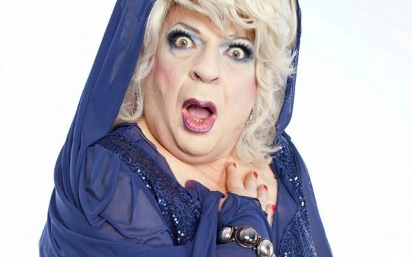 Platinette in La sposa in blu (fonte: tvzap.kataweb.it)