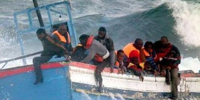 barcone-migranti-lampedusa-25-morti-freddo