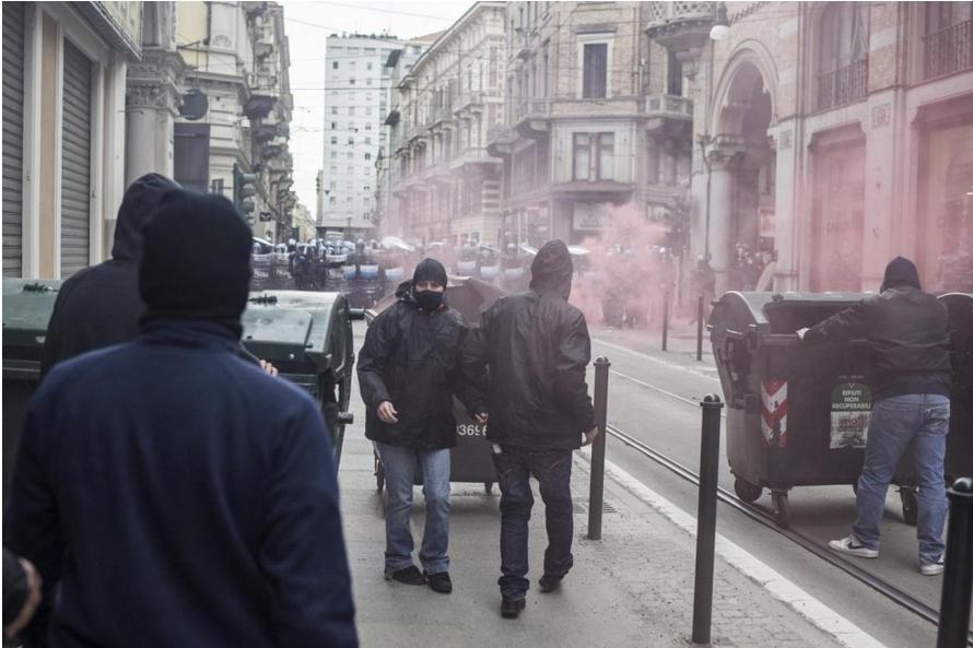 scontri a torino manifestazione anti lega
