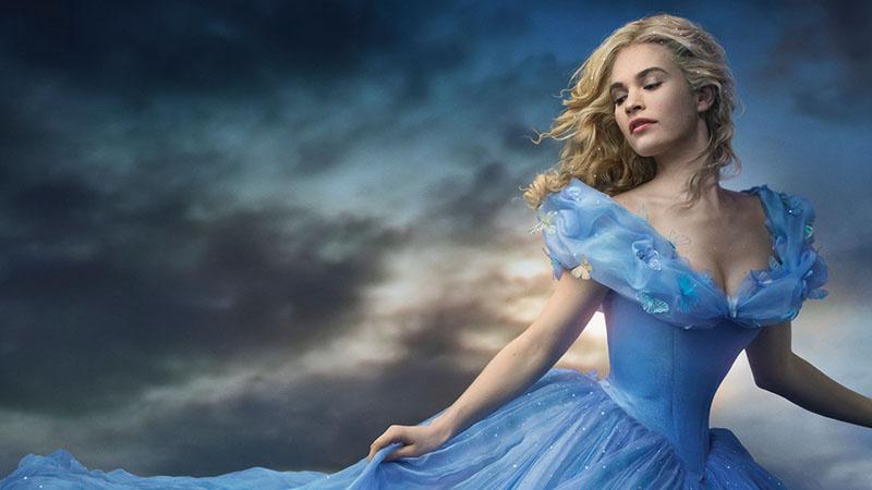Lily James è Cenerentola nel poster ufficiale del film