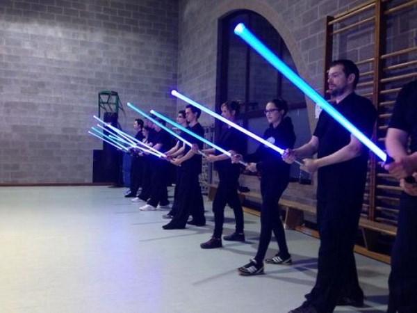 La scuola di spade laser (fonte: tgcom24.mediaset.it)
