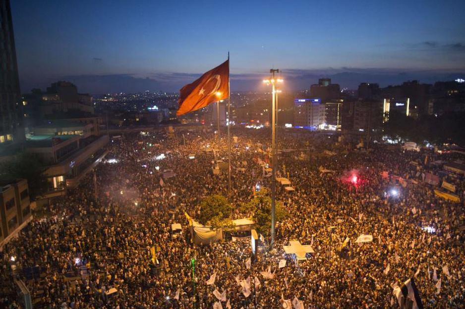 Le proteste in piazza Taksim a Istanbul il 13 giugno 2013