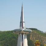 """La torre Hanbit, che oggi ospita un bar, è considerata il simbolo di Expo1993. Fu costruita su modello degli osservatori coreani tradizionali.  I turisti potevano salire fino in cima e vedere dall'alto l'intero sito di Expo. Letteralmente, il suo nome letteralmente significa """"torre della grande luce"""""""