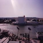 Panoramica sul lago di Spagna e, dall'altra sponda, il padiglione spagnolo