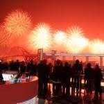 I fuochi d'artificio, specialità cinese, dell'inaugurazione di Expo, visti dal bar sul tetto del padiglione svedese
