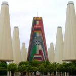 Viale Europa, una delle strade del sito di Expo1992, ed il padiglione dell'Unione Europea