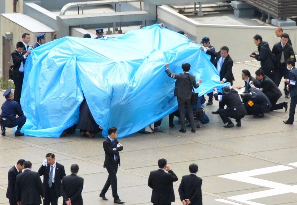Trovato drone radioattivo sul tetto dell'ufficio del premier giapponese Shinzo Abe (www.agi.it)