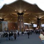 Il tetto di legno sul lago di Expo 2000 a Hannover, tra le costruzioni più visionarie della manifestazione