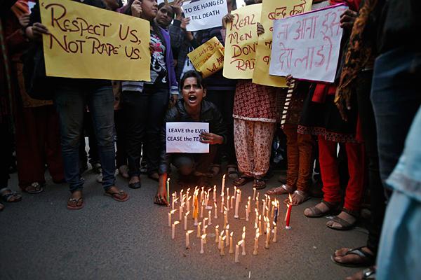 india-15enne-stuprata-bruciata-viva
