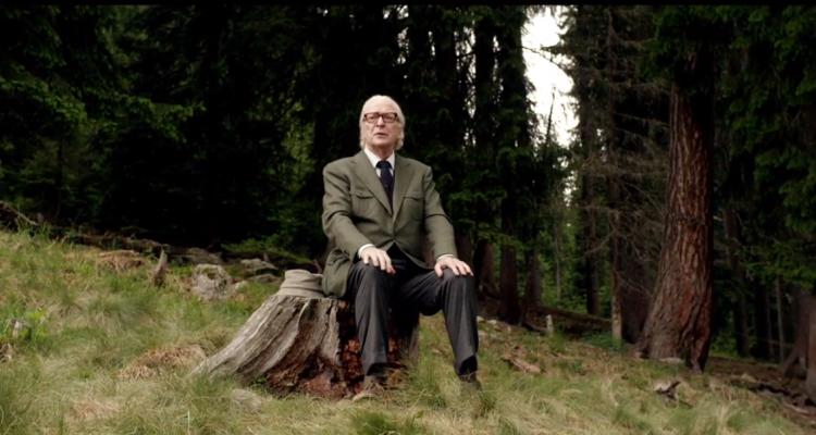 Fred (Michael Caine) in una scena del film (ciakmagazione.eu)
