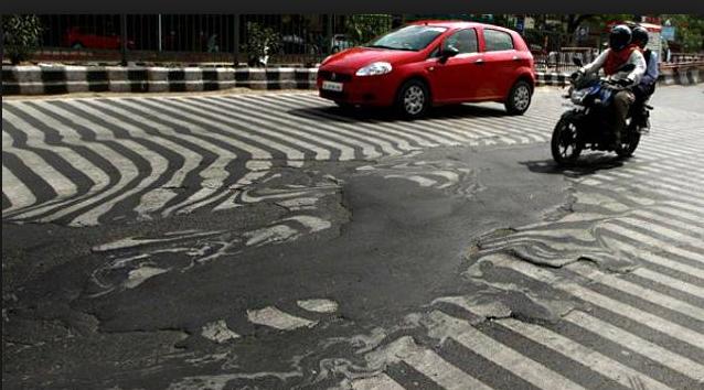 L'asfalto liquefatto nelle strade di città