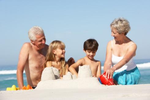 nonni bambini mare vacanza estate (h-universal.com)