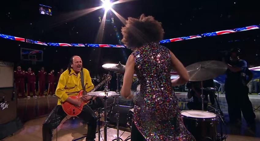 video-carlos-santana-suona-inno-americano-finali-nba