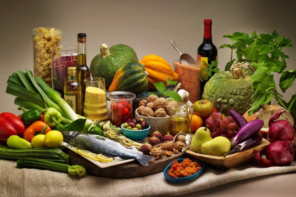 Alcuni ingredienti della dieta mediterranea (www.radiosubasio.it)