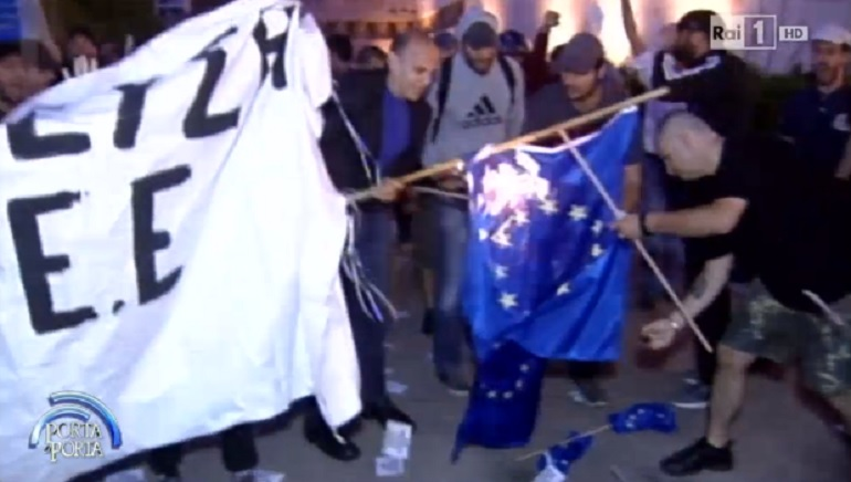 Tafferugli durante la manifestazione ad Atene (www.giornalettismo.com)