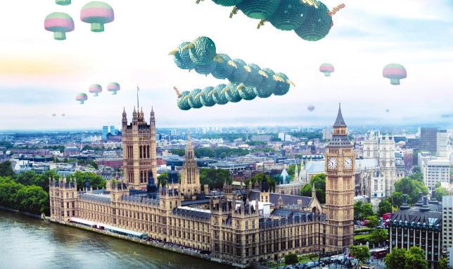 Centipede attacca Londra in una scena del film