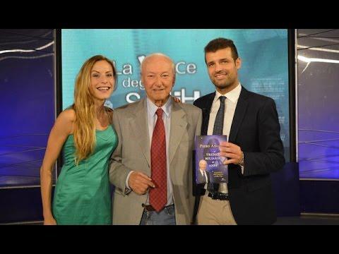 """Piero Angela a """"La voce degli scrittori"""" con il conduttore Michele De Angelis (www.youtube.com)"""