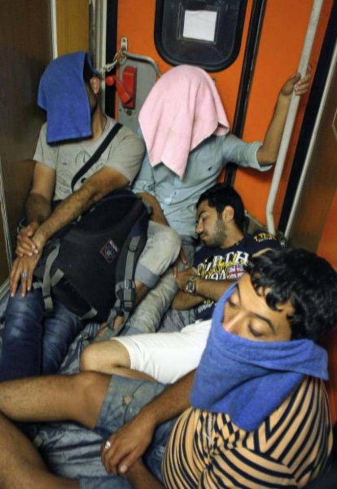 migranti stipati sul vagone (www.leggo.it)