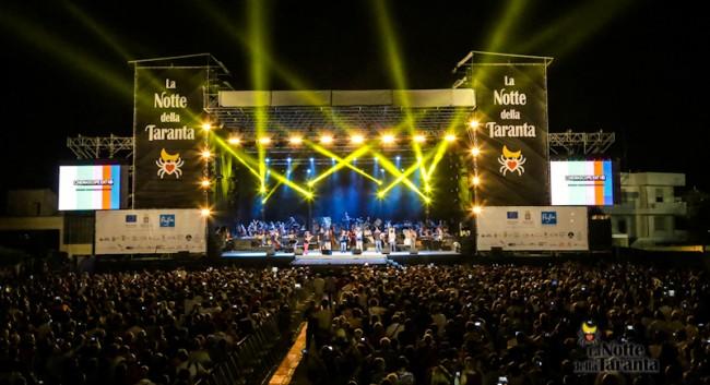 Il palco del concertone finale della Notte della Taranta (marcopolo.tv)
