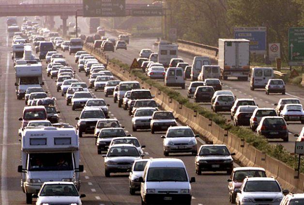 """Al via il primo fine settimana da """"bollino rosso"""" per gli automobilisti (www.socialchannel.it)"""