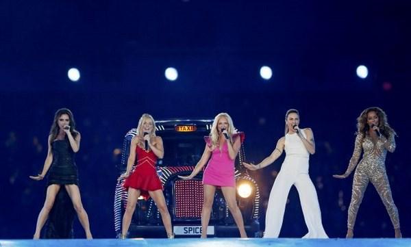 Le Spice Girls alla cerimonia di chiusura delle Olimpiadi di Londra (fonte: musicroom.it)