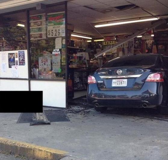 Un'altra immagine dell'auto del killer a Sunset, in Louisiana (www.iltirreno.gelocal.it)