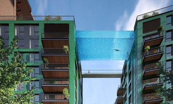 La piscina sospesa nel vuoto (fonte: blitzquotidiano.it)