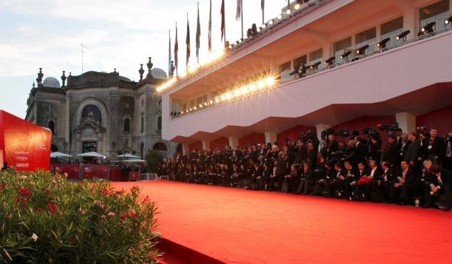 Il red carpet del Festival di Venezia (danieladicosmoadv.it)