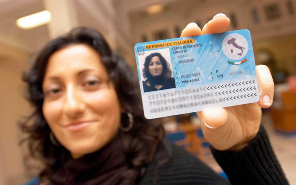 Il permesso di soggiorno costa troppo, Corte Ue boccia l\'Italia