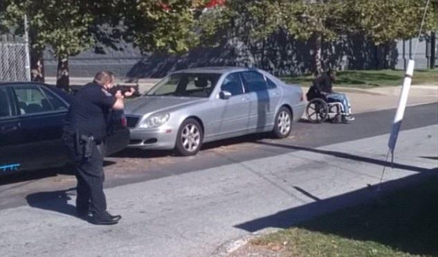 I poliziotti accerchiano Jeremy McDole (delitti.net)