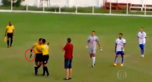 video-brasile-arbitro-pistola