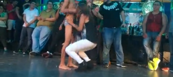 video-sesso-orale-in-discoteca-capezzio-messico