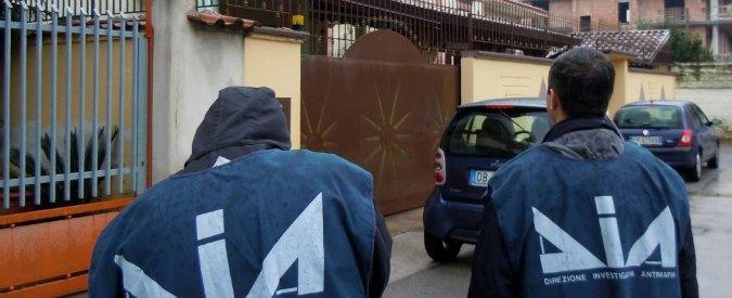 E' la famiglia Russo, il principale obiettivo dell'ultima operazione della direzione distrettuale antimafia di Napoli (fattoquotidiano.it)