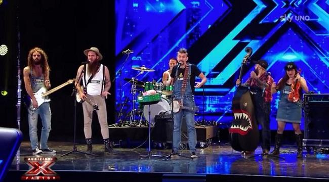 Gli Iron Mais sul palco di X Factor (euromusica.org)