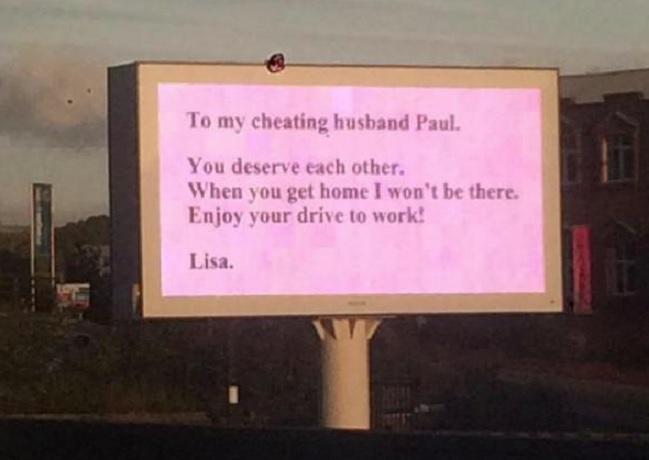 Il cartellone dedicato al marito fedifrago (twitter.com)