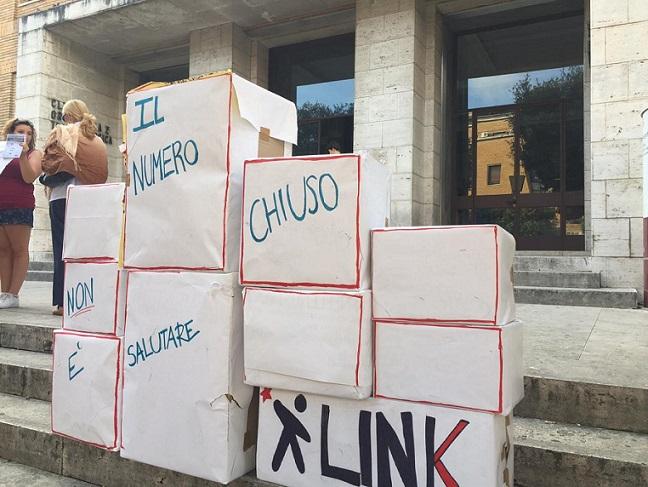 La protesta degli studenti di Medicina alla Sapienza di Roma (adnkronos.com)