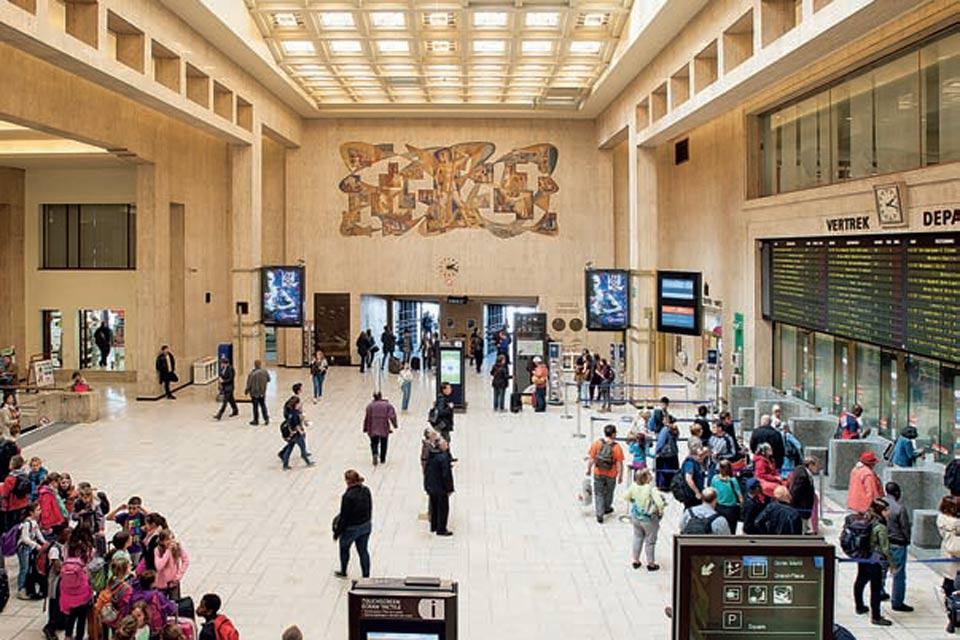 L'interno della stazione centrale di Bruxelles (www.pleinair.it)