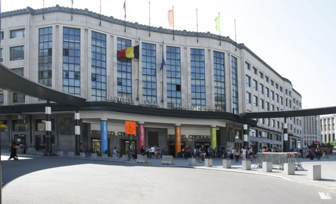 Lìesterno della stazione centrale di Bruxelles (www.pleinair.it)