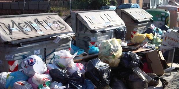 I rifiuti sommergeranno Roma: previste 64 tonnellate di spazzatura in più al giorno (diariodelweb.it)