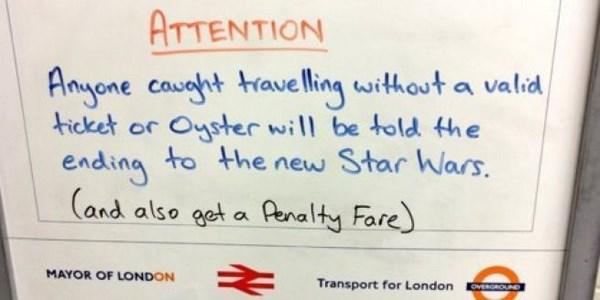 Il cartello apparso nella metropolitana di Londra, dedicato a Star Wars (fonte: twitter.com)