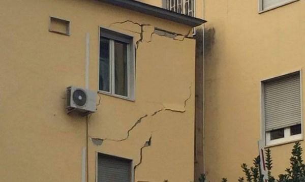 Crollano due palazzine della facoltà di Veterinaria di Napoli (fonte: campaniasuweb.it)