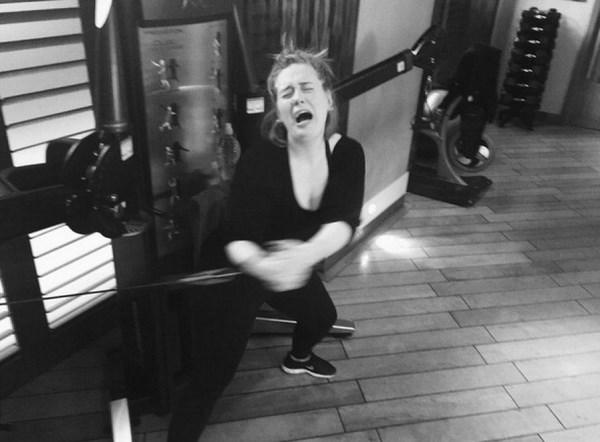 La fatica di Adele in palestra (fonte: instagram.com)