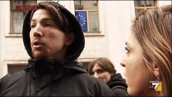 Andrea Rocchelli, il fotoreporter ucciso in Ucraina (fonte: youtube,com)