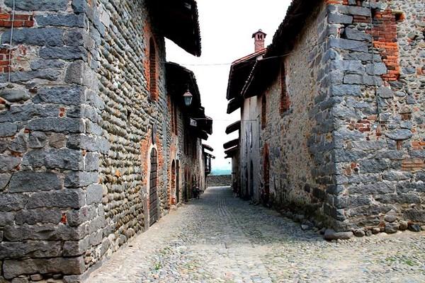 Il Borgo Medievale di Candelo (fonte: flickr.com/photos/alessandromandarini)