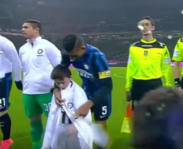 Il gesto di Juan Jesus durante Inter - Juventus (fonte: blitzquotidiano.it)