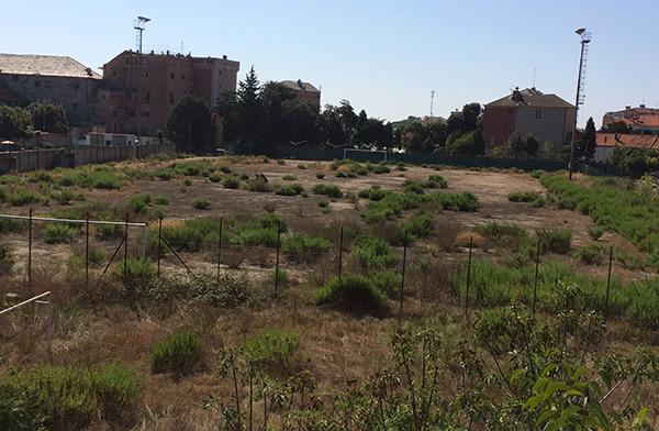 Una vista dell'area abbandonata, destinata ad accogliere i profughi (uominiliberi.it)