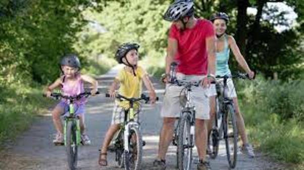 Tutta la famiglia in bicicletta
