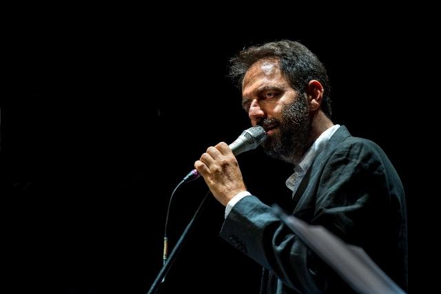 L'attore e musicista Neri Marcoré (credits: De Vincenzi)