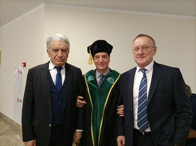 Il Professor Aldo Spallone (al centro)