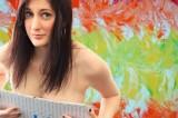 Marcey Hawk, la pittrice che dipinge con il seno